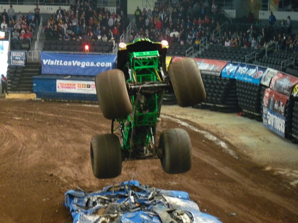 2009-02-28_Monstertruck_in_Providence_P1030804.jpg